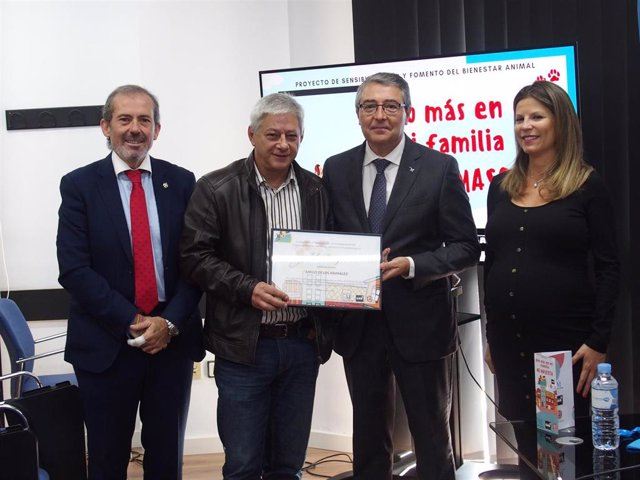 Distinción a ayuntamientos de la provincia de Málaga por su trabajo en bienestar animal y concienciación vecinal