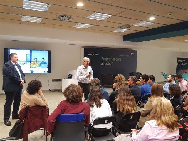 El consejero de Economía, Conocimiento, Empresas y Universidad, Rogelio Velasco, participa en Sevilla en un encuentro con emprendedores en El Cubo, el espacio de aceleración de startups de la iniciativa Andalucía Open Future en Sevilla.