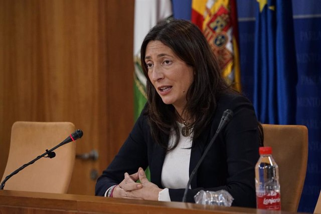 La secretaria general del PP-A, Loles López, en rueda de prensa.