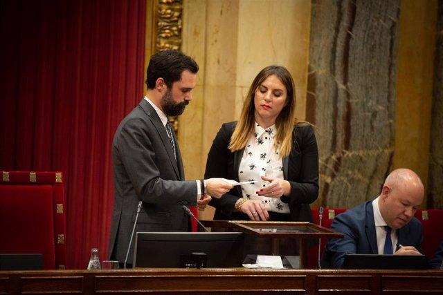 El presidente del Parlament, Roger Torrent, en una votación en el Pleno del Parlament