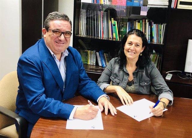 Juan Álvarez y Silvia Mateo han suscrito el convenio
