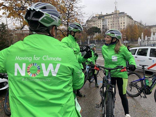 La consejera de Medio Ambiente, Ordenación del Territorio y Sostenibilidad de la Comunidad de Madrid, Paloma Martín, en el paseo ciclista 'Moving for Climate Now'