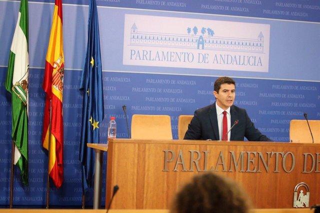 El portavoz parlamentario de CS, Sergio Romero, este lunes en rueda de prensa.