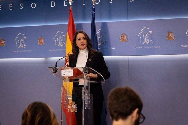 La portaveu de Ciutadans al Congrés,  Inés Arrimadas, en roda de premsa en la Cambra baixa.