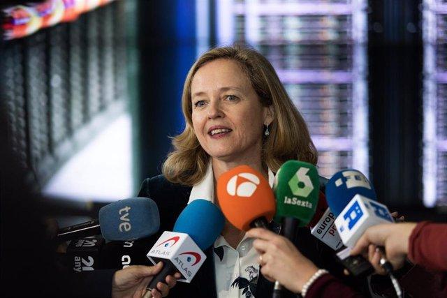La ministra de Economía en funciones, Nadia Calviño ofrece declaraciones a los medios de comunicación después de visitar las instalaciones del Barcelona Supercomputing Center, en Barcelona (España), a 2 de diciembre de 2019.