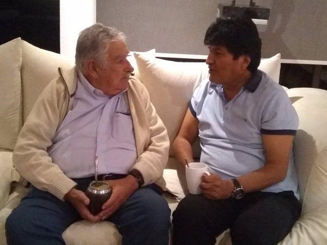Los ex presidentes uruguayo José Mujica y boliviano Evo Morales