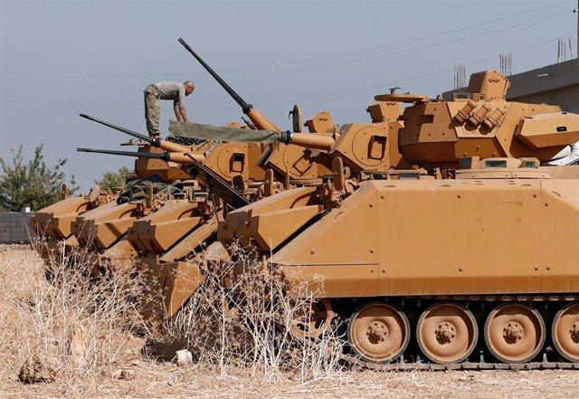 Soldados turcos se preparan para entrar en Siria