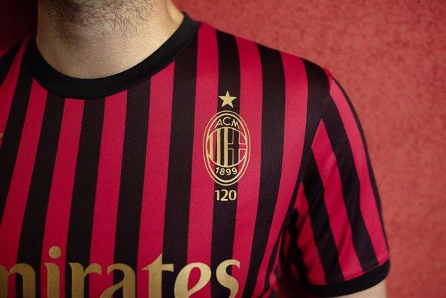 Camiseta de Puma del AC Milan por el 120 aniversario de la fundación del club