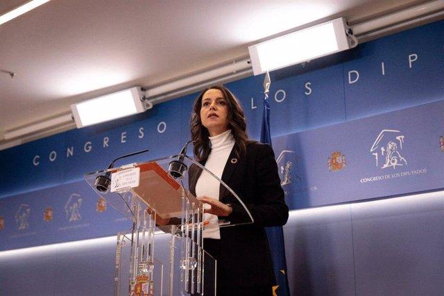 La portavoz de Ciudadanos en el Congreso, Inés Arrimadas, en rueda de prensa en la Cámara Baja.