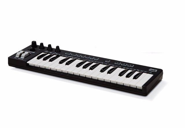 Amazon presenta su primer teclado musical, que compone mediante aprendizaje auto
