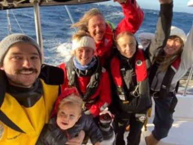 La joven activista Greta Thunberg en el catamarán que la llevará a Lisboa