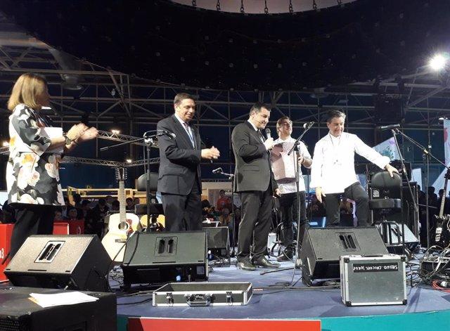 Los hermanos Roca junto al ministro Luis Planas en la COP25