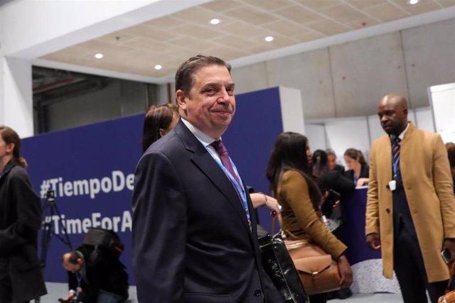 El ministro de Agricultura y Pesca en funciones, Luis Planas, a su llegada a la Conferencia de Naciones Unidas sobre el Cambio Climático (COP25), en Madrid (España), a 2 de diciembre de 2019.