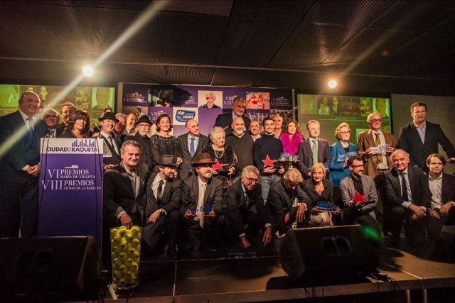 Foto de familia de los premiados por la Ciudad de la Raqueta y los Premios María de Villota