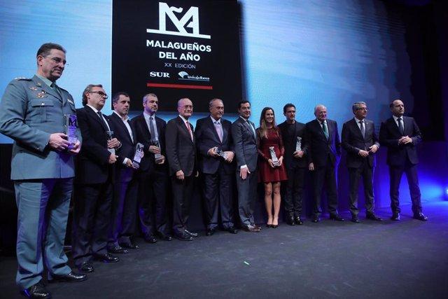 Juanma Moreno, con los homenajeados en los Premios Malagueños del Año