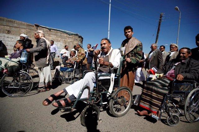 Personas con discapacidad durante una manifestación en Saná, Yemen.