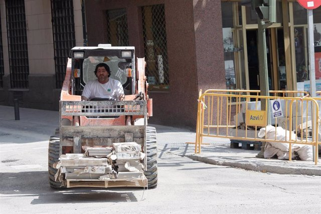 Imágenes de recurso de trabajadores en verano