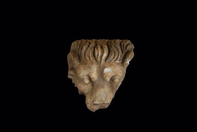 Cabeza de león descubierta en 2009 en Itálica