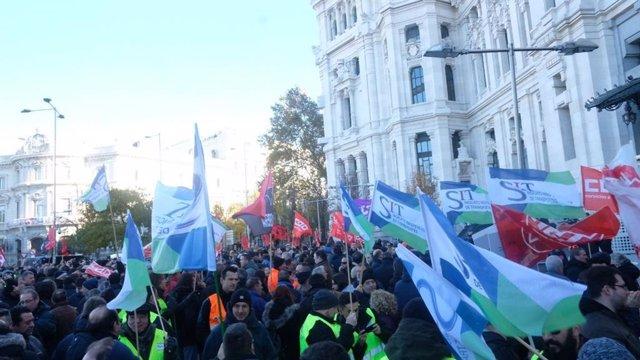 Trabajadores de la EMT manifestándose en Cibeles