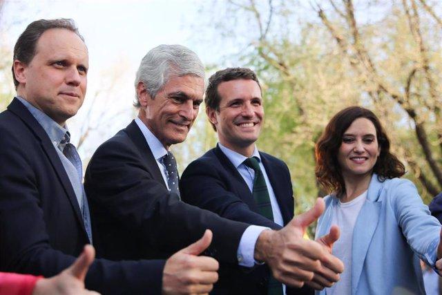 (i-d) El candidato del PP por Madrid al Congreso, Daniel Lacalle;  el número dos del PP por Madrid, Adolfo Suárez Illana; el presidente del PP, Pablo Casado;  la candidata del PP a la Presidencia de la Comunidad de Madrid, Isabel Díaz Ayuso; en un acto de