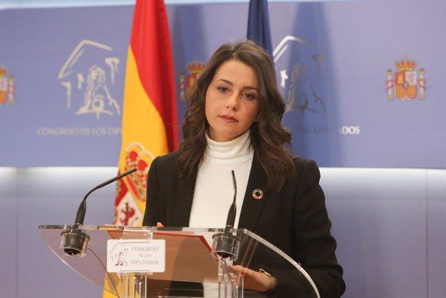 La portaveu de Ciutadans al Congrés,  Inés Arrimadas, en roda de premsa a la cambra baixa.