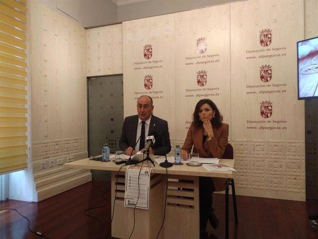 El presidente de la Diputación, Miguel Ángel de Vicente y la diputada y vicepresidenta, Sara Dueñas, explican las particularidades de la implantación de la Sede Electrónica en la provincia de Segovia.