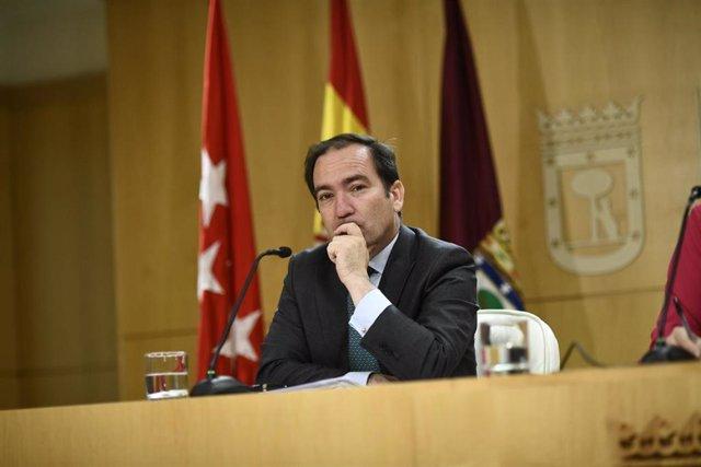Imagen de archivo del delegado de Medio Ambiente y Movilidad de Madrid, Borja Carabante, en rueda de prensa tras la Junta de Gobierno.