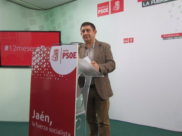 El secretario general del PSOE de Jaén, Francisco Reyes, durante la rueda de prensa