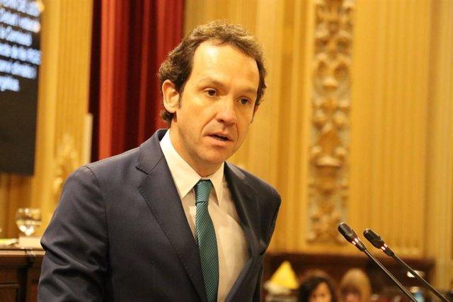El conseller de Territori, Energia i Mobilitat, Marc Pons, en una imatge d'arxiu en el ple del Parlament