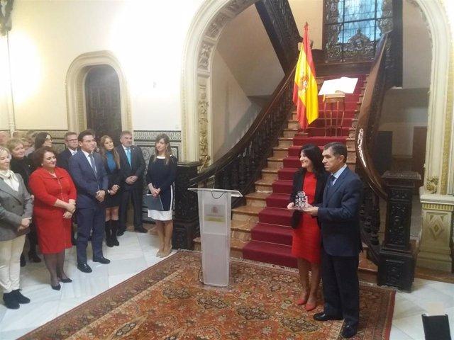 Lorenzo del Río, presidente del TSJA, recoge una distinción en la Subdelegación del Gobierno en Granada