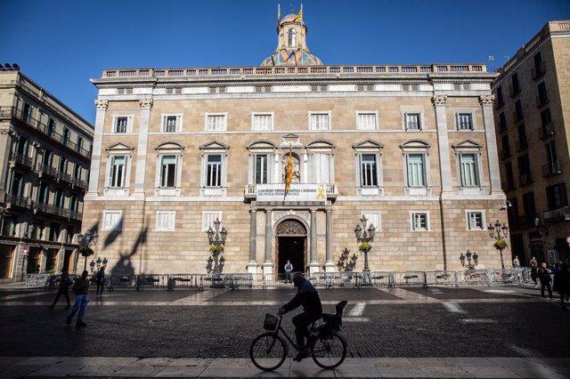 Plànol general de la façana de la Generalitat de Catalunya.