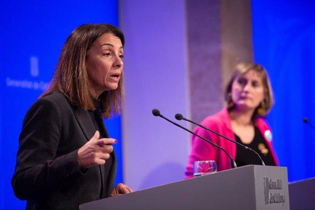 La consellera de Presidencia y portavoz del Govern, Meritxell Budó (i) y la consellera de Salud, Bienestar y Ciudadanía, Alba Vergès (d) en rueda de prensa posterior al Consell Executiu, a 3 de diciembre de 2019.