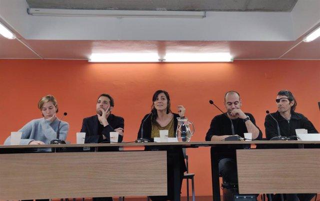 Marta Valldaura (Irídia), Alejandro Forero (Sirecovi), Thais Bonilla (Novact), Anton Uró (Espai de Coordinació Antirrepressiva) y Carles Guillot (Stop Bales de Goma).