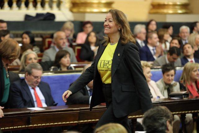 La senadora de Esquerra Republicana Laura Castel (con camiseta amarilla en honor a los presos del proces) acude a votar durante la sesión constitutiva de la XIV Legislatura en el Senado, en Madrid (España), a 3 de diciembre de 2019.