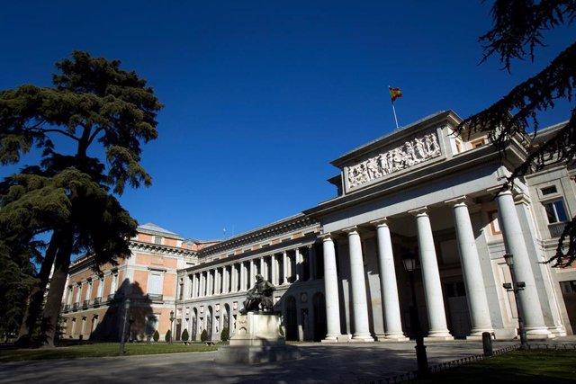 Fachada del edificio Villanueva del Museo del Prado, puerta de Velázquez
