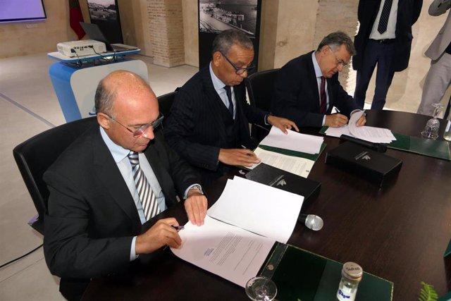 Firma del acuerdo entre los responsables de los puertos de Málaga, Tánger y Tenerife para promover el tráfico de cruceros