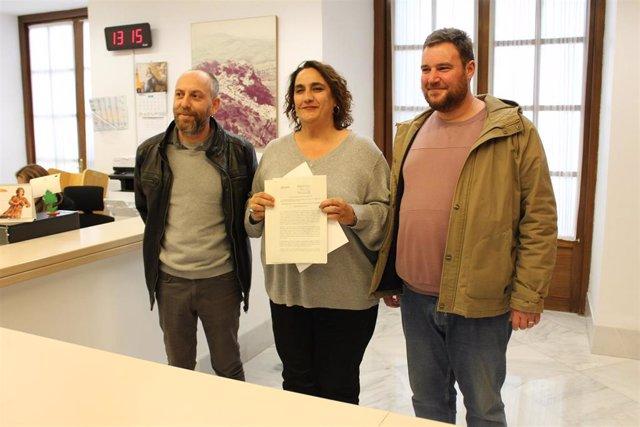 La p ortavoz adjunta del grupo parlamentario Adelante Andalucía, Ángela Aguilera, y el portavoz de la confluencia, Ernesto Alba, registran una proposición de Ley sobre el 4D