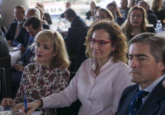 La secretaria general de UGT Andalucía, Carmen Castilla (i), junto a la secretaria general de CCOO Andalucía, Nuria López (c).
