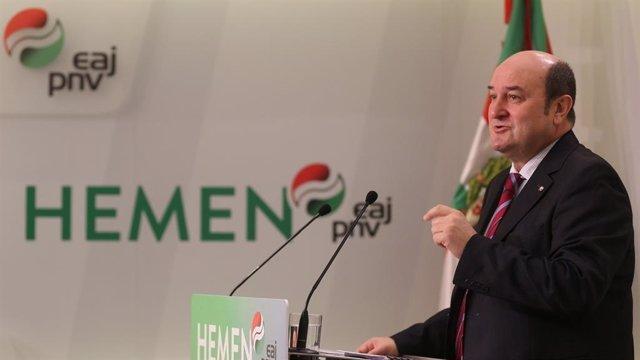 El presidente del EBB del PNV, Andoni Ortuzar, en una rueda de prensa en Bilbao