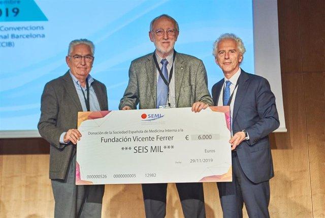 La Sociedad Española de Medicina Interna dona 6.000 euros a la Fundación Vicente Ferrer