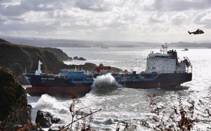 La empresa que trata de rescatar el 'Blue Star' continua con preparativos para reflotar entre los días 10 y 15