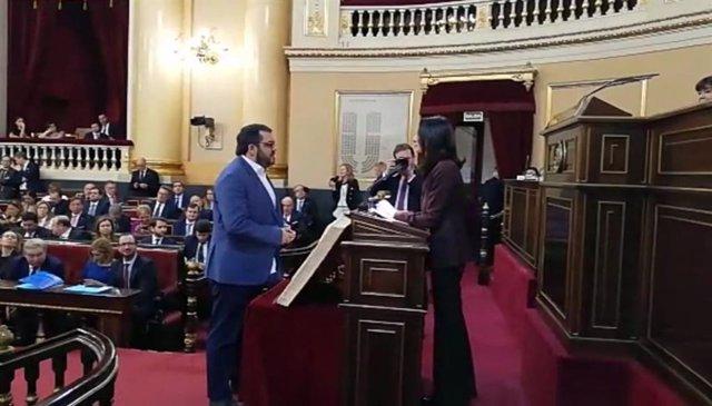 El senador autonòmic de MÉS per Mallorca, Vicenç Vidal, prometent el càrrec