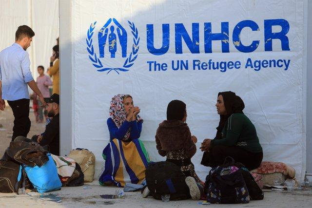 Familias desplazadas en Siria reciben ayuda humanitaria de ACNUR en un campamento en Bardarash