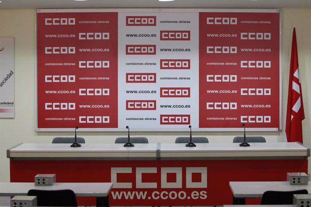 El logo de CCOO en una sala de premsa.