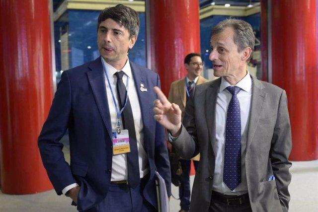 El ministro de Ciencia  y Universidades en funciones, Pedro Duque, y su homólogo chileno en la COP25