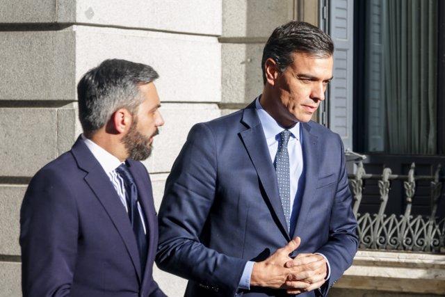 El presidente en funciones, Pedro Sánchez, en el Congreso de los Diputados, camino a una nueva reunión con ERC para continuar con las negociaciones de su posible investidura, en Madrid (España), a 3 de diciembre de 2019.