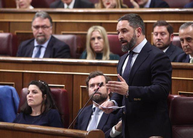 El presidente de Vox, Santiago Abascal, durante su intervención tras jurar la Constitución durante la sesión de constitución de las Cortes para la XIV Legislatura en el Congreso de los Diputados, Madrid (España), a 3 de diciembre de 2019.