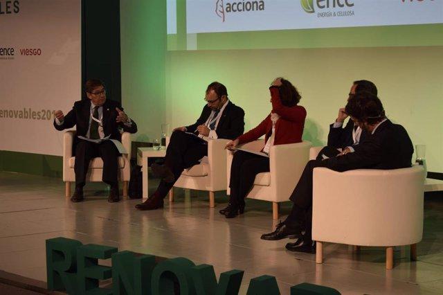 Aliaga en la mesa redonda 'El papel de las Comunidades Autónomas en las Transición Energética', del III Congreso Nacional de Energías Renovables