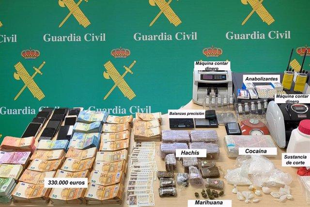 Dinero y droga incautado por la Guardia Civil al desarticular un gruño criminal dedicado al tráfico de drogas