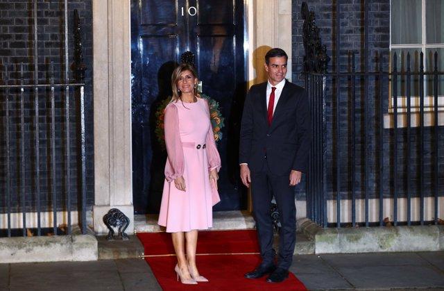 Pedro Sánchez y Begoña Gómez llegan a Downing Street antes de la cumbre de la OTAN en Watford